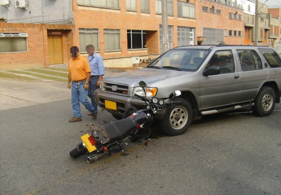 MOTO VS CARRO 1.jpg